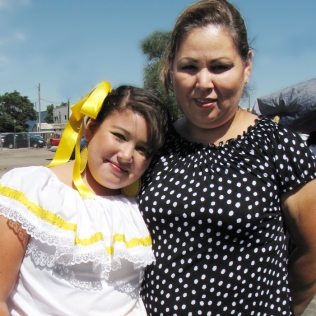 folklorica in yellow skirt
