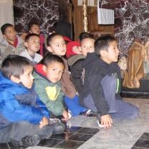 Children watching the Mariachis