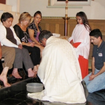 Monseñor Jorge washes feet on Holy Thursday